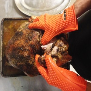 Ekogrips silicon heat resistant gloves grabbing chicken